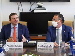 Andrés Marranzini, vicepresidente ejecutivo de Asonahores y Juan Manuel Martín de Oliva, vicepresidente del Área de Negocios Turísticos del Banco Popular Dominicano.