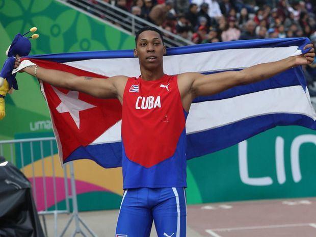 En la imagen, el saltador de longitud cubano Juan Miguel Echevarría.
