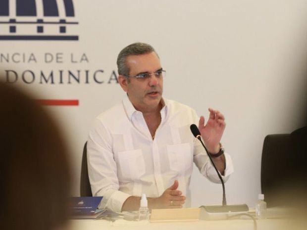 Abinader llama a vacunación masiva en Santo Domingo y San Cristóbal