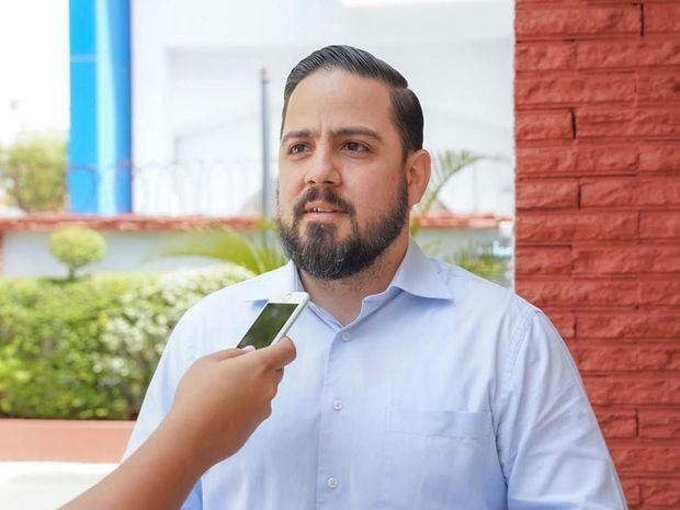 Dr. Gabriel Rivas.