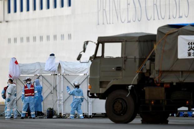 Japón detecta 40 nuevos casos de coronavirus en el crucero, 4 de ellos graves