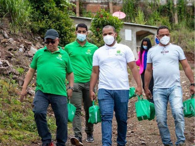 Idecoop, S. Pública, Agricultura y Vega Real, apoyan comunidades aisladas de Azua