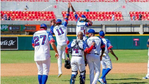 EE.UU. y Canadá comienzan arrolladores; triunfos de Venezuela y Dominicana
