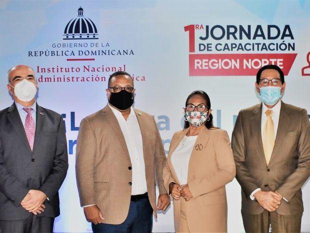 El embajador de la Delegación de la Unión Europea en el país, Gianluca Grippa, Cristian Sánchez Reyes, Director General del INAP, Ana Xiomara Cortez, Gobernadora de San Francisco de Macorís y José Pimentel, viceministro del MAP.