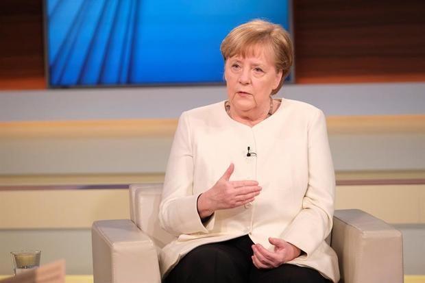 Merkel sugiere restringir movimientos y reclama disciplina a los