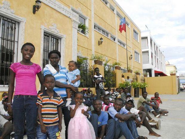 Unos 53,000 haitianos residentes en R.Dominicana solicitan cédula de su país