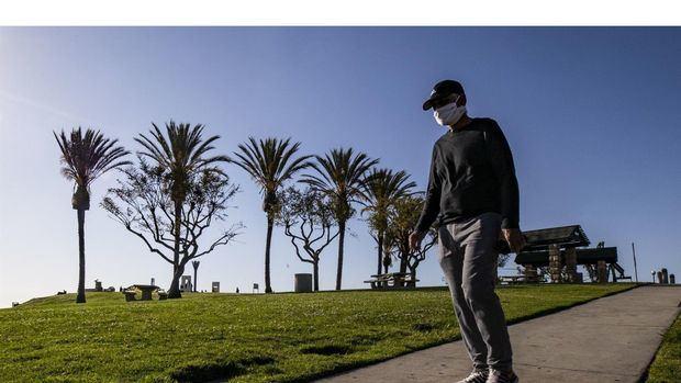 El equipo del MIT analizó datos de dispositivos móviles para estudiar los patrones de paseo de 1,62 millones de usuarios anónimos en 10 áreas metropolitanas de los Estados Unidos, desde mediados de febrero hasta junio de 2020.