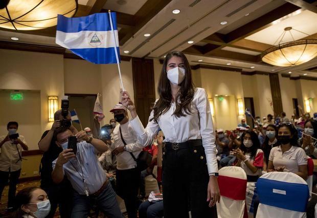 La exMiss Nicaragua Berenice Quezada (c) participa en la presentación de la fórmula presidencial por la opositora Alianza Ciudadanos por la Libertad (Cxl), el 28 de julio de 2021, en Managua, Nicaragua.