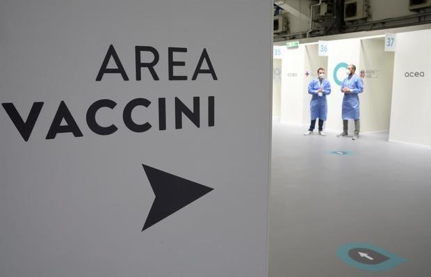 Las vacunas reducen los ingresos y muertes en más del 90%, según un estudio italiano
