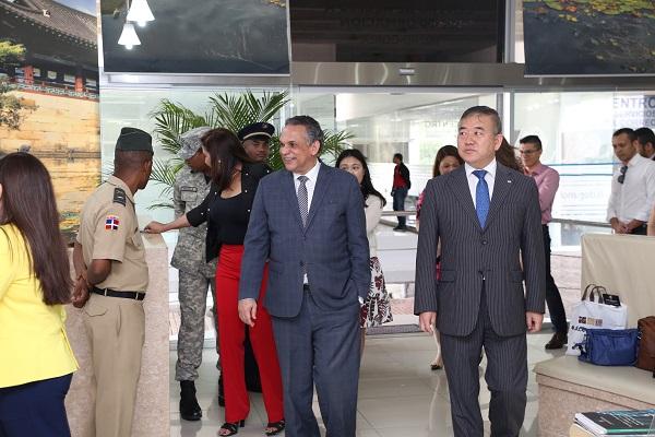 Embajador de Corea recorre instalaciones del Centro de Acceso a la Información