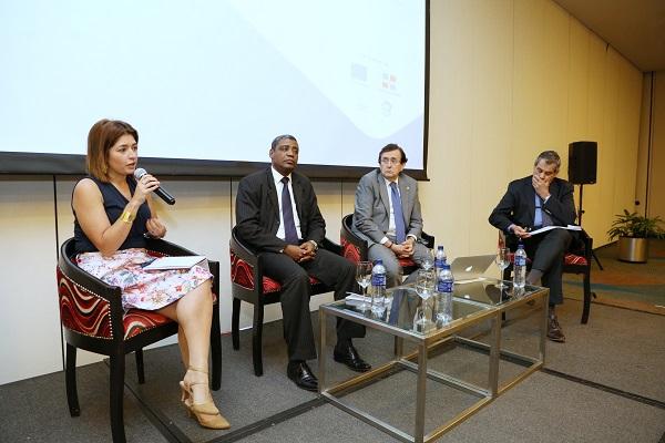 Expertos internacionales valoran proceso de reformas de la Administración Pública en RD