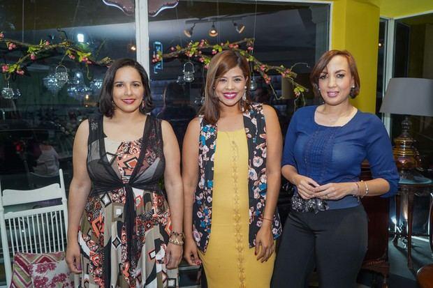Elizabeth Gutierrez, Mariela Guerrero y Elisa Carolina.