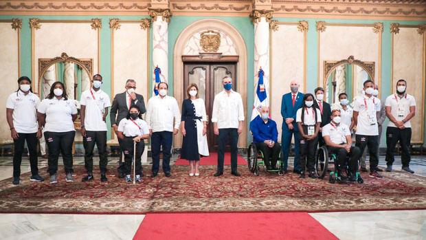 Al recibir en el Palacio Nacional a los atletas paralímpicos que participaron en las Olimpíadas deTokio 2020, el presidente LuisAbinadermanifestó queesa esuna muestra de que no importan las limitaciones si hay decisión de triunfar.