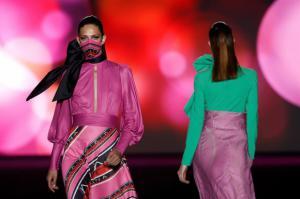 Varias modelos lucen las creaciones de la colección de otoño-invierno 2021/2022 del diseñador Hannibal Laguna en la pasarela Mercedes-Benz Fashion Week (MBFWM)