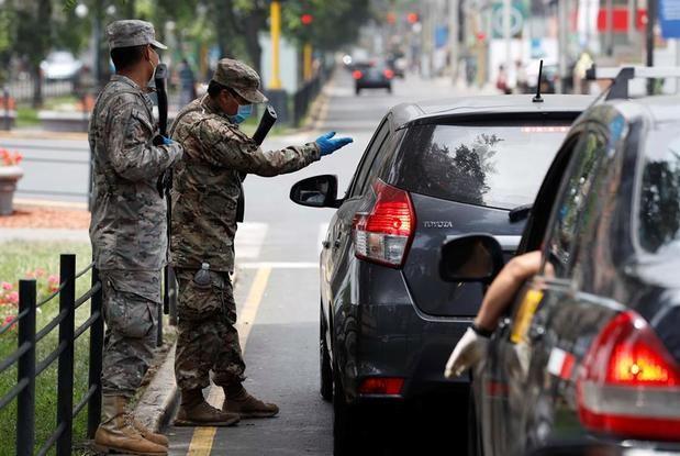 Autoridades realizan controles hoy lunes en las calles de Lima.