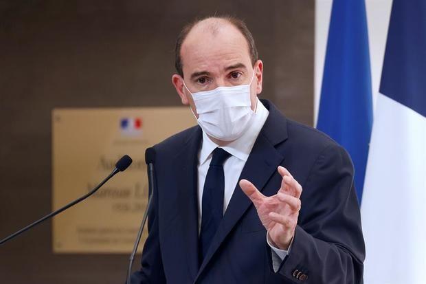 Francia pone bajo toque de queda nocturno a 46 millones de personas