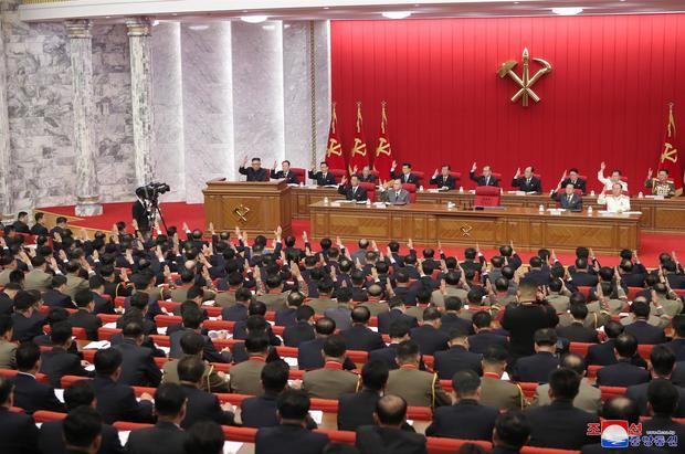 Reunión plenaria del partido único norcoreano en Pyongyang.