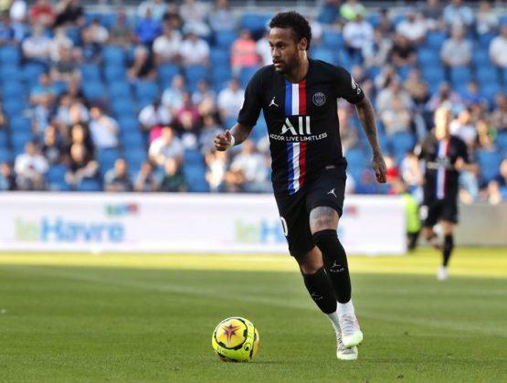 Francia reabre puertas de estadios de fútbol a aficionados