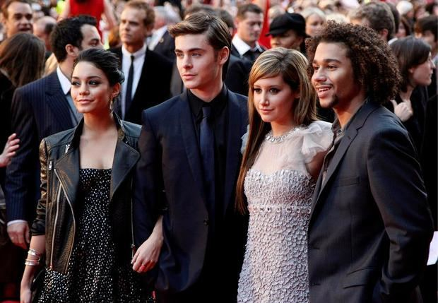 Fotografía tomada en octubre de 2008 en la que se registró (de i a d) a los actores estadounidenses Vanessa Hudgens, Zac Efron, Ashley Tisdale y Corbin Bleu, durante la premier del a pelicula 'High School Musical 3, en Londes (Inglaterra).