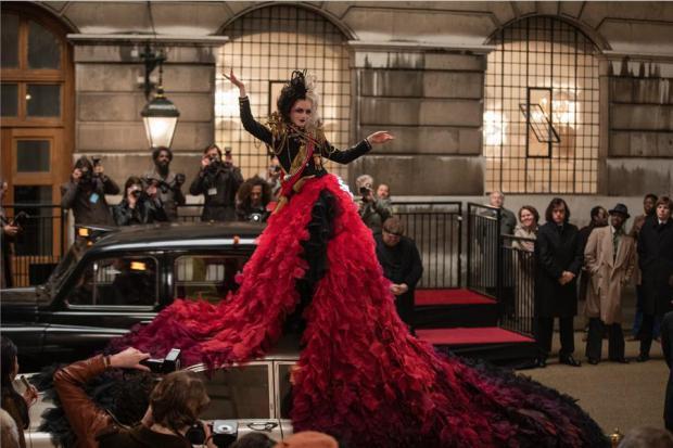 """Imagen cedida por Walt Disney Corporation a EFE del vestido que lucirá la protagonista de """"Cruella"""".una reinterpretación de la malvada villana de Disney."""