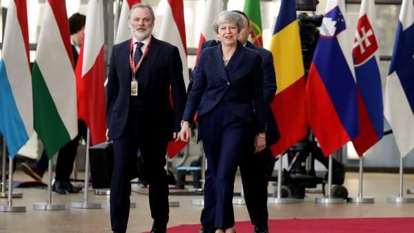 """La UE aprueba una prórroga del """"brexit"""" con condiciones para May"""