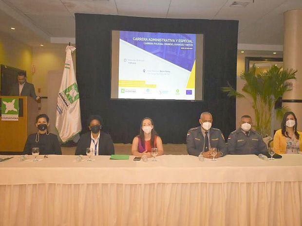 Abril Arias, Jovany Ozuna, Leidy Blanco, Cristóbal Morales, Jiménez Cruz y Noemí Germosén.