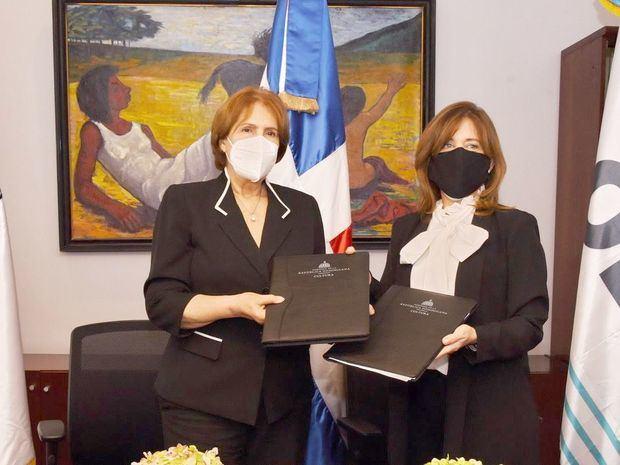 El convenio fue rubricado en la sede ministerial por parte de Carmen Heredia de Guerrero, titular de Cultura, y Catalina Andújar Scheker, directora de la OEI.