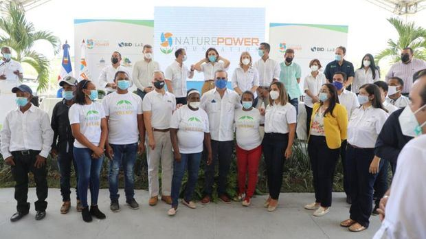 El presidente Luis Abinader dejó inaugurada la primera comunidad autosostenible, con sistema solar del país.