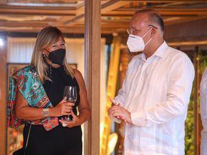 Adriana Bucci y José Ulises Rodrٕíguez Guzmán.