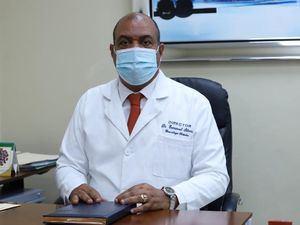 Director del hospital doctor Francisco Moscoso Puello, doctor Enmanuel Silverio.