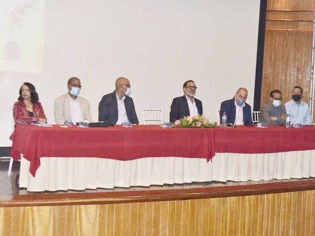Ministerio de Educación apoya encuentro regional de escritores y profesores de literatura