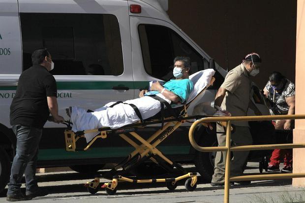 México suma 53 muertos por la covid-19 y eleva a 220.437 los decesos