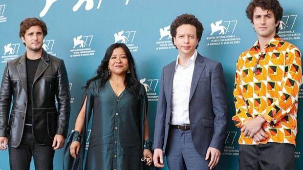 Michel Franco, tercera desde la izquierda, en la presentación del nuevo Orden en el Festival de Venecia 2021.