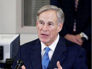 El gobernador de Texas, Greg Abbott, ofrece una conferencia de prensa para discutir nuevas medidas después de la primera muerte confirmada en Texas, en Arlington.