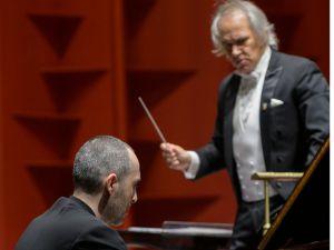 Antonio Pompa Baldi y el maestro José Antonio Molina.