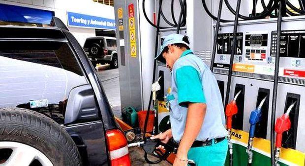 Gobierno mantiene sin variación precios de los combustibles