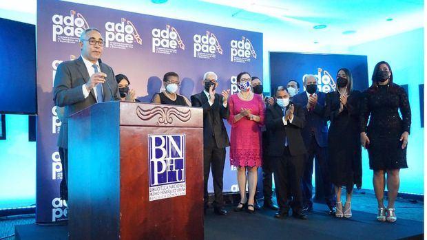 Severo Rivera, presidente de ADOPAE se dirige a los presentes en el acto.