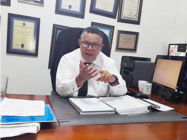 El expresidente del Colegio de Abogados favorece que la reforma a la Constitución se haga en favor del pueblo