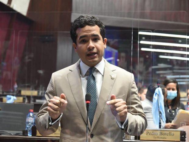 Omar Fernández somete reforma que penalizaría hasta con 3 años de prisión maltrato animal