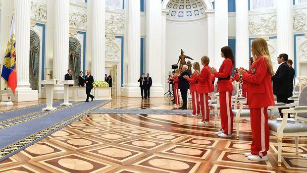 Putin condecora a los medallistas de oro rusos de Juegos de Tokio