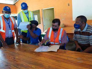 Olmedo Caba Romano en encuentro con arroceros del distrito municipal La Gina.