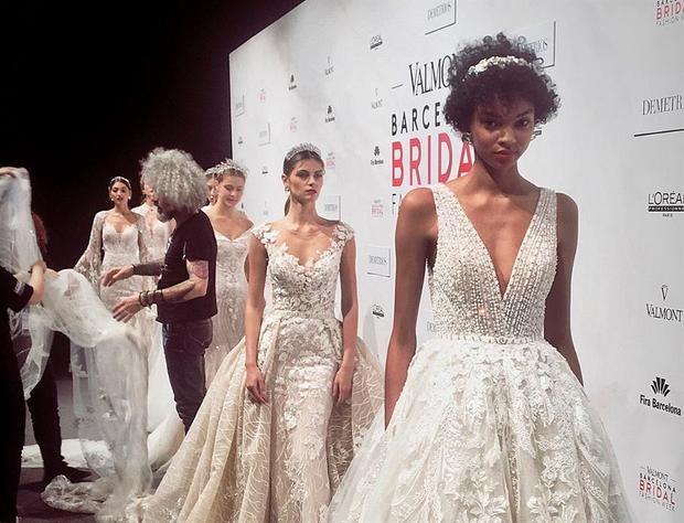 La distancia y la digitalización se abren paso en los equipos y las producciones de moda.