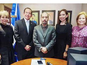 Rita Fernández, Rubén Peralta, Juan Pablo Uribe, Ligia Peralta y Patricia González.