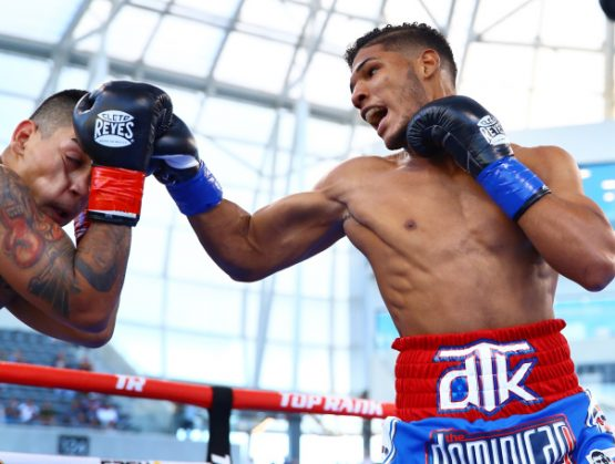 Dominicano Elvis Rodríguez derriba oponente en el segundo round