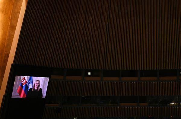 La presidenta de Eslovaquia, Zuzana Caputova, habla en video ante la Asamblea General de la ONU, este 21 de septiembre de 2021, en Nueva York.