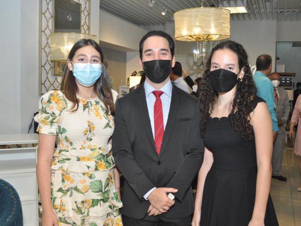 Adela Arbaje, Nabil Madera y Amira Madera.