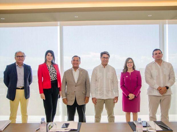 Ramón Roselló, Alba María Russo, Ney Deschapms, Rafael Blanco Tejera, Analie Prieto y Andrés Marranzini.