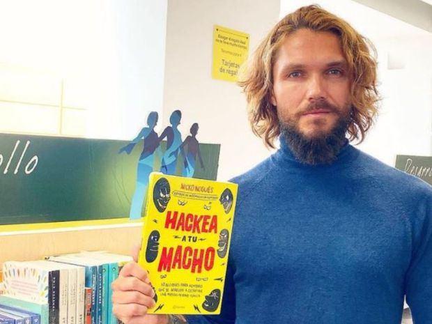 El activista y defensor de derechos humanos Nicko Nogués ofrece en el libro 'Hackea a tu macho'.
