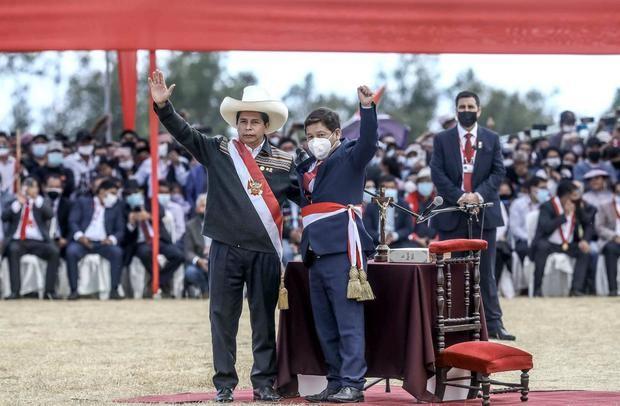 Premier de Perú y fundador de partido de Gobierno investigados por terrorismo