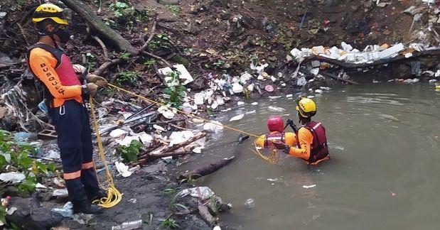 Un niño de 10 años es arrastrado por las aguas de una cañada en la capital